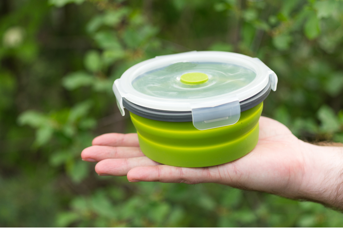 Running out of space when packing for camping? Here are 6 collapsible camping bowls and 1 bonus bowl that will make life easier.